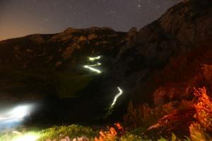Karanlık dağların üzerine düşerken. Fotoğraf: sportograf